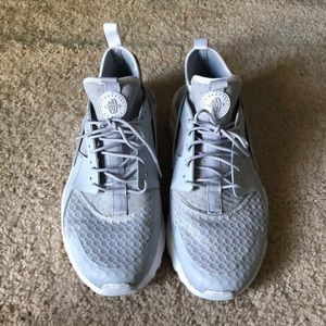 Gently worn size 11 grey and white Nike huarches